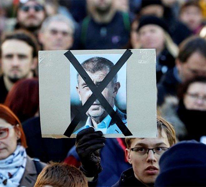 """REP__CECA,_PROTESTE_DILAGANTI__IL_PREMIER:_""""IO_NON_MOLLO"""""""