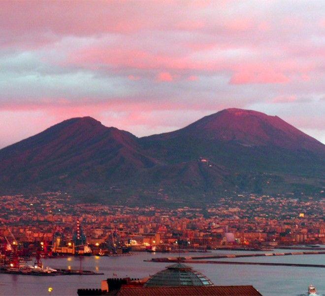 Vulcanica,_la_mostra_che_unisce_il_Vesuvio_a_San_Gennaro