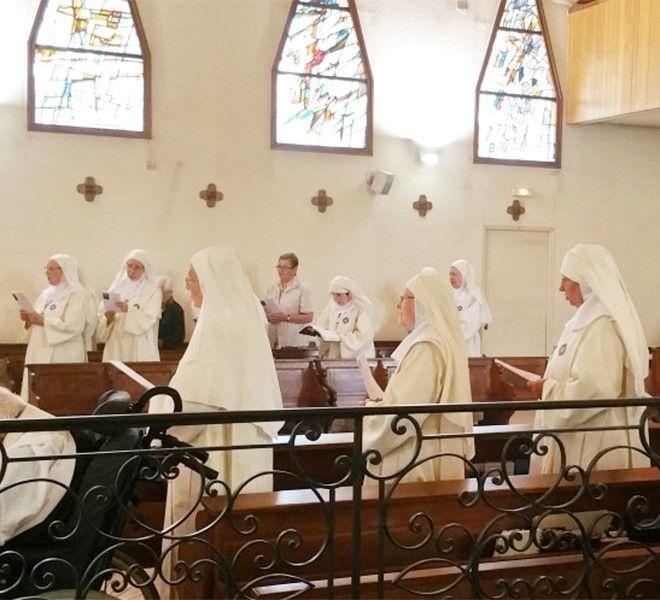 Francia:_costrette_ad_abbandonare_la_chiesa_perché…_pregavano_troppo